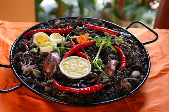 Paella Negra by Dos Mestizos